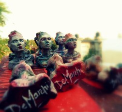 freeartfriday freeart thestreetisourgallery FAF project proyecto little sculptures women heads cabeza mujeres city ciudad freeart army ejercito armyofme signature firma