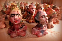 freeartfriday freeart thestreetisourgallery FAF project proyecto little sculptures women heads cabeza mujeres city ciudad freeart army ejercito armyofme