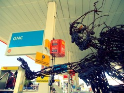 weld welding melt melting soldar soldadura metal metallic art arte sculpture escultura male hombre man van camioneta moving mudanza