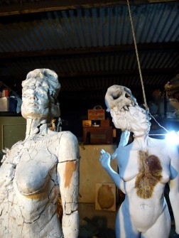 decay clay arcilla priming imprimacion lifesize woman sculpture escultura mujer tamañonatural resin resinpolyester resinapolyester naked desnuda skull craneo calavera twins mellizas