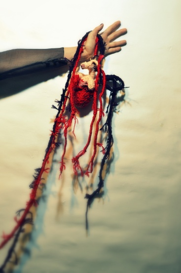 VestidosNegros - NiUnaMenos - textil embroidered heart